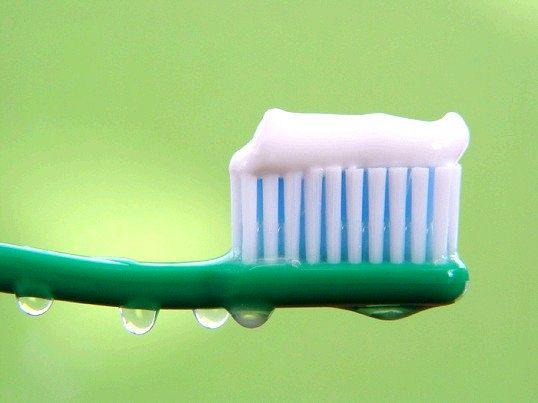Чим може допомогти зубна паста в домашньому господарстві