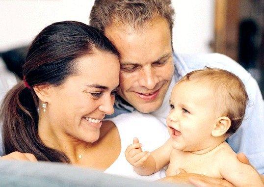 Чим відрізняється усиновлення від опіки