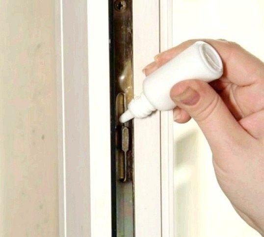Чим змазати двері в домашніх умовах