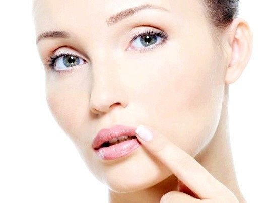 Що робити, якщо дуже сильно тріскаються губи