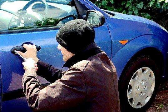 Що робити, якщо викрали машину