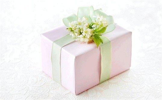 Що подарувати братові на весіллі