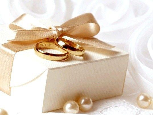 Що подарувати молодятам в день весілля
