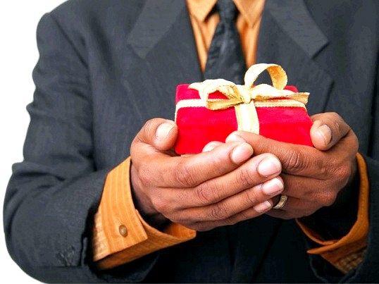 Що подарувати чоловікові-вчителю