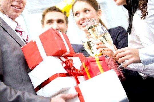Що подарувати начальниці на новий рік
