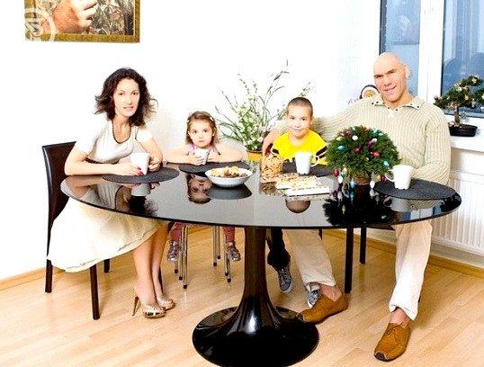 Миколи Валуєв з родиною