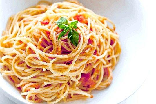 Італійська паста з соусом з корейки