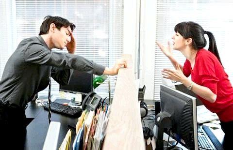 Як боротися з психологічною атакою колеги?