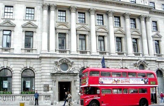 Як їздити на лондонському двоповерховому автобусі