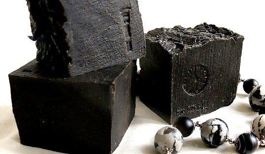 Як готувати маски для обличчя з чорної глини