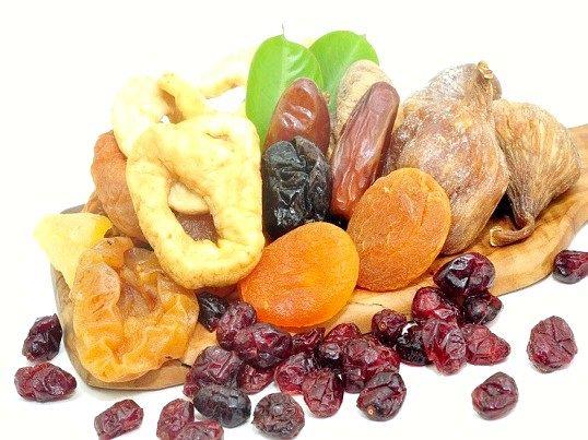 Як зберігати сушені ягоди і фрукти