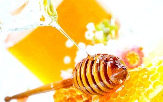 Як зберігають мед у стільниках