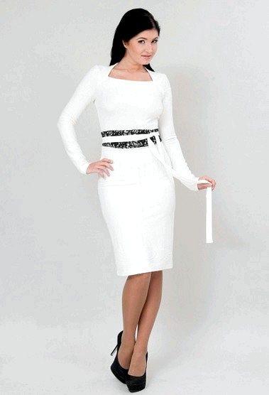 Як і з чим носити білу сукню-футляр