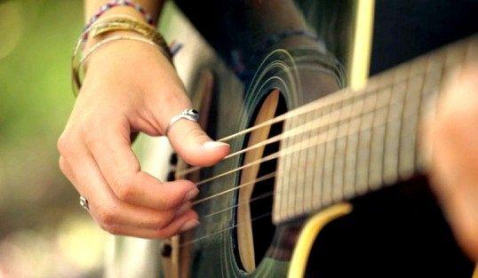 Як грати на гітарі пісню