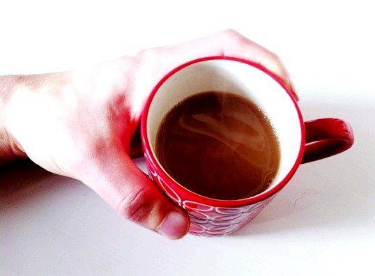 Як можна швидко остудити дуже гарячий чай