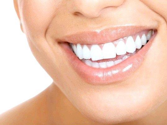 Як можна відбілити зуби перекисом водню