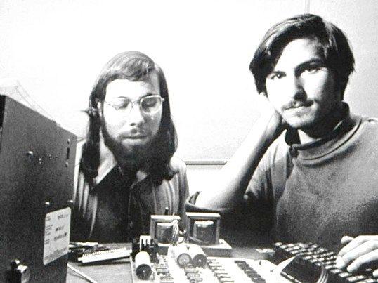 Як утворилася компанія apple