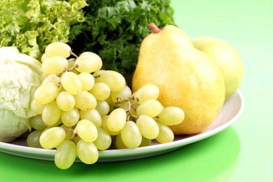Овочі, фрукти та ягоди повинні становити більшу частину раціону харчування людини