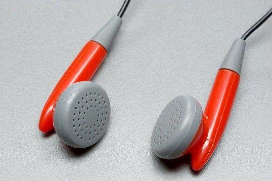 Як перепаяти штекер у навушників
