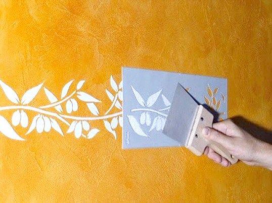 Застосування трафарету для фарбування стін