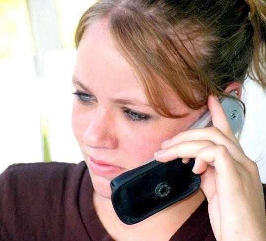 Як допомагають телефони безкоштовної психологічної допомоги