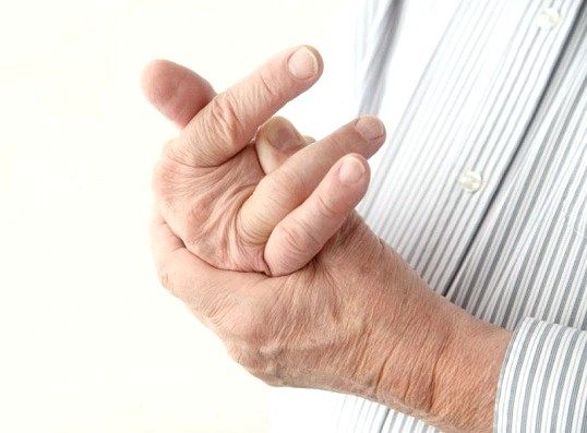 Як зрозуміти, чому опухають пальці на руках