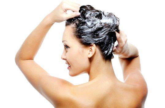 Як правильно мити голову - найпоширеніші омани