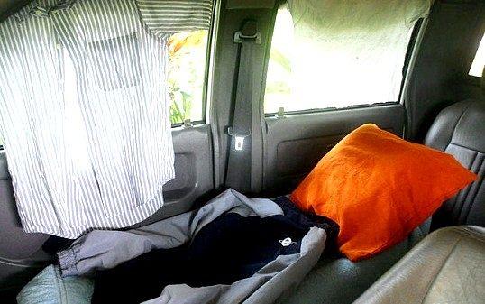 Як правильно спати в машині
