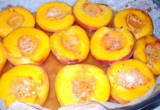 Як приготувати десерт з персиків