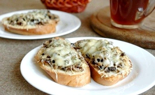 Як приготувати грінки з грибами