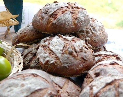 Як приготувати житні булочки з волоським горіхом