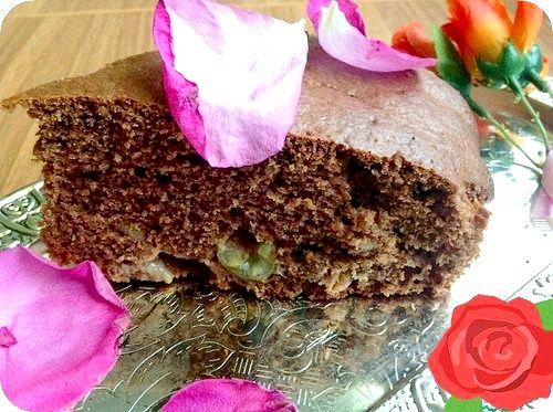 Як приготувати шоколадний пиріг з фруктами і горіхами