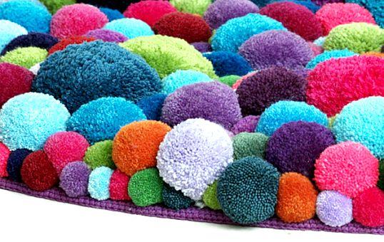 Як зробити килимок з помпонів