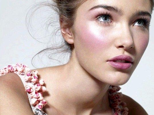 Як зробити макіяж з рожевими тінями