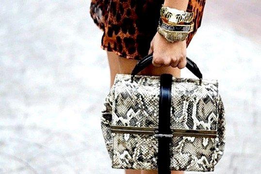 Як доглядати за сумкою зі зміїної шкіри