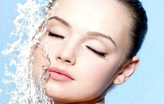 Як вмиватися мінеральною водою