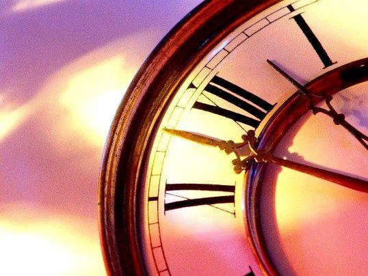 Як встановити точний час на годиннику із стрілками