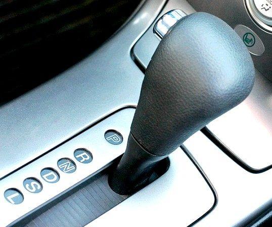 Як водити автомобіль з автоматичною коробкою передач