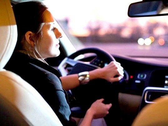 Як вибрати автошколу для жінок