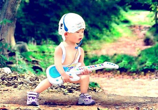 Як вибрати іграшкову гітару для дитини