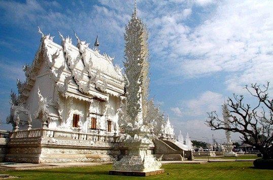 Як виглядає одяг для відвідування храмів в Тайланді
