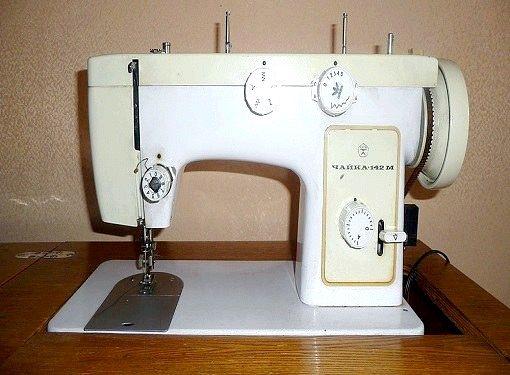Як заправляти ножну швейну машинку