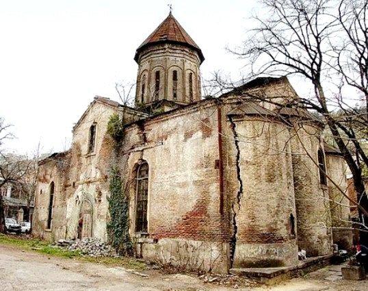 Яка країна першою прийняла християнство