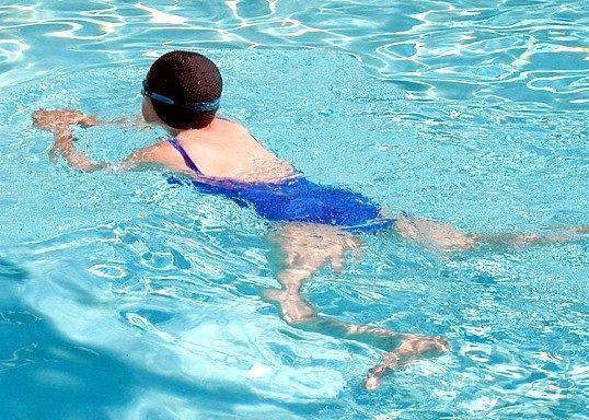 Які м'язи розвиває плавання