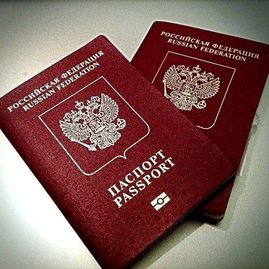 Які потрібні документи на закордонний паспорт неповнолітньому