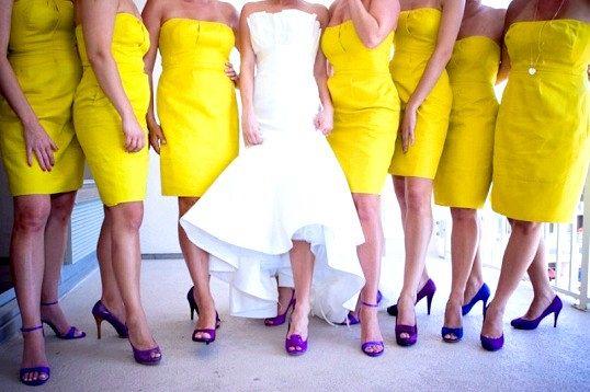 Які туфлі підійдуть до жовтого платтю