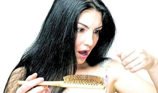 Які вітаміни приймати при випаданні волосся