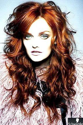 Який колір волосся підійде до зеленим очам