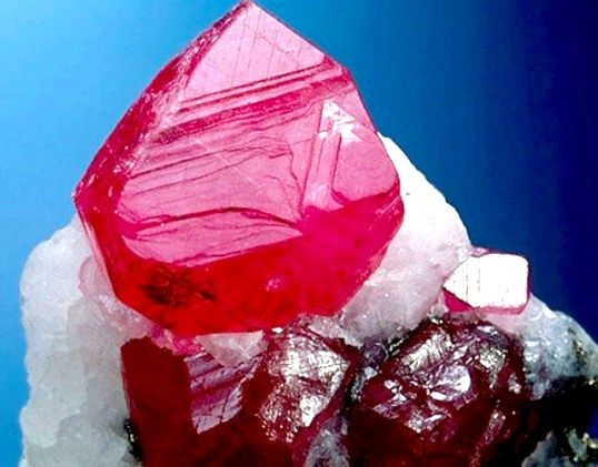 Який камінь дорожче діаманта