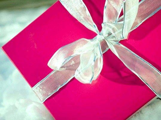 Який недорогий подарунок зробити коханій дівчині